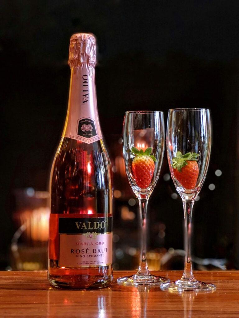 スパークリングワインと苺